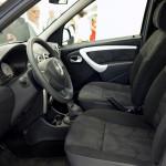 Лада Ларгус: фото интерьера со стороны водительской двери