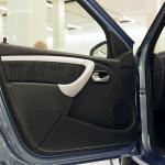 Лада Ларгус: фото распахнутой двери водителя